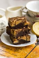 (Brownie z masłem orzechowym