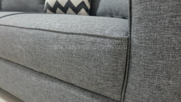 sisi pada sofa
