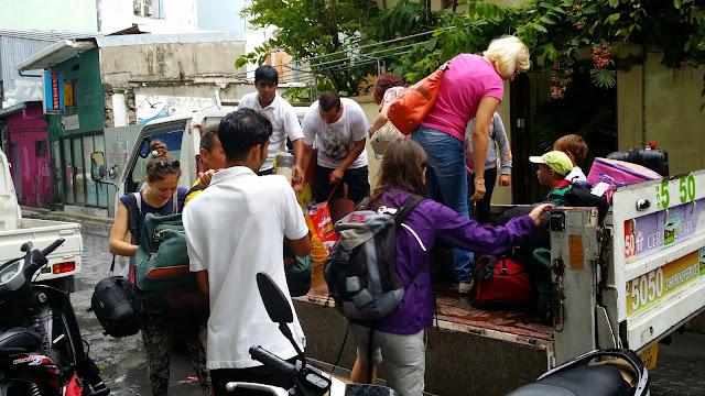 Transporte que nos facilitó el hotel en Malé