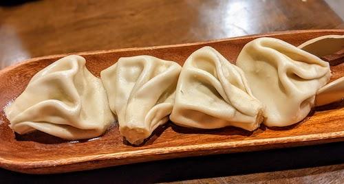 Boiled khinkali (beef dumplings)
