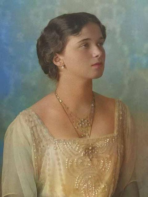Olga Romanov foto colorida