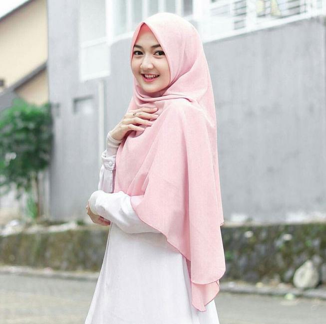 Foto Wanita Cantik Pakai Hijab Syari