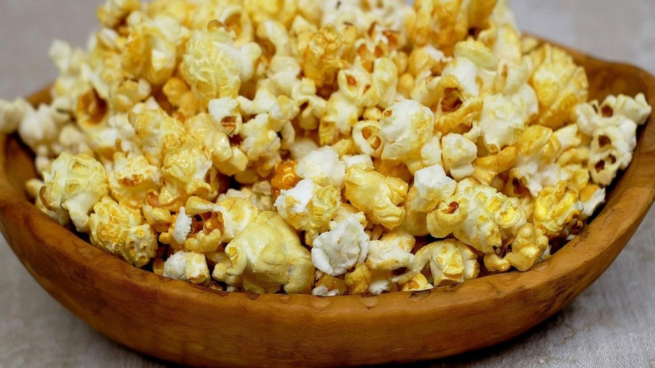Popcorn Karamel, Camilan Tepat Nonton Netflix, Ini Resepnya