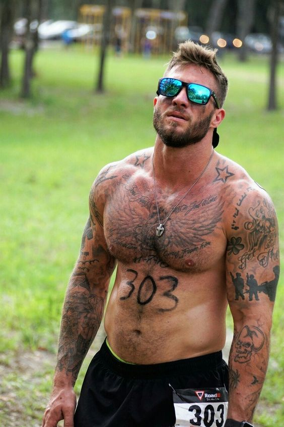 beefy-alpha-male-runner-bearded-masculine-daddy-hairy-bare-chest-tattoo-stud