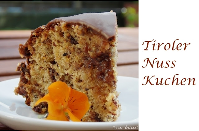 Ein Stück herrlich saftiger Tiroler Nusskuchen