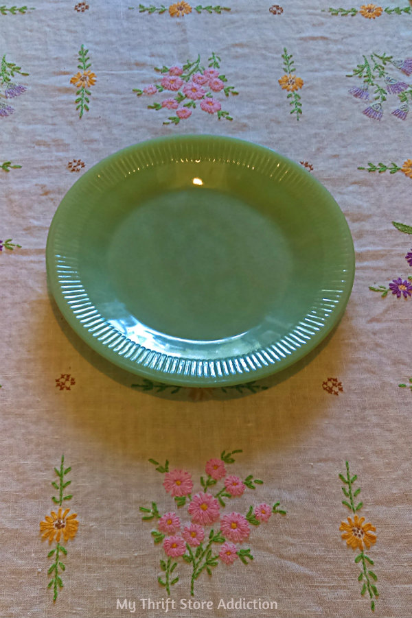 Friday's Find #141 mythriftstoreaddiction.blogspot.com Vintage jadeite: Jane Ray dinner plate scored half price at an estate  sale!