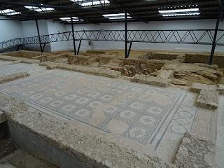 Mosaico de nudos salomónicos. Villa de la Tejada