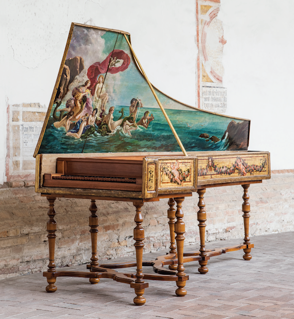 a Roman harpsichord from 1702 now in the Museo Santa Caterina in Treviso (Italy)