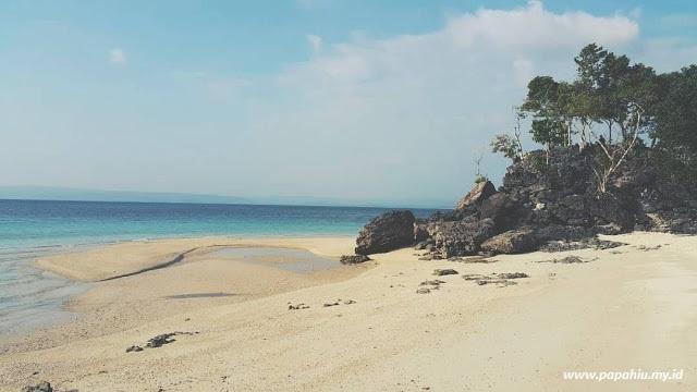 pantai-bambarano-perawan-di-ujung-muara-danau-talaga