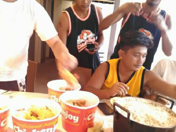 Hungry Barkada Goes Viral after Bringing Pot of Rice to Jollibee