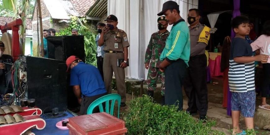 Satgas Covid-19 Kecamatan Bukateja Bubarkan Kerumunan di Acara Hajatan Warga