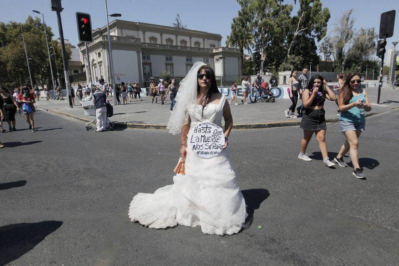 Performance con traje de novia fue de las más fotografiadas