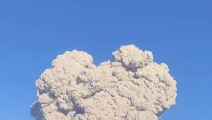 Gunung Sinabung kembali mengeluarkan awan panas
