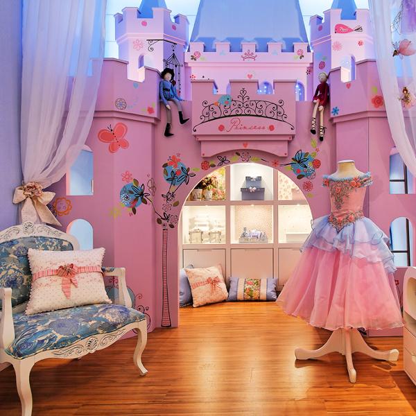 Dormitorio de princesa con castillo para ni as via www for Decoracion de cuartos para ninas de 10 anos