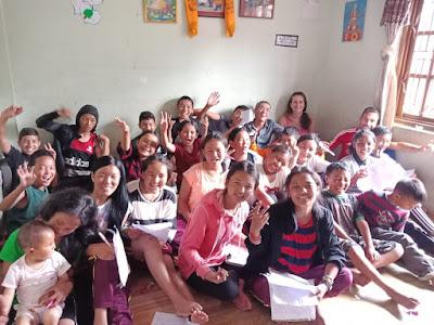 Con los jóvenes del proyecto, de varias edades.