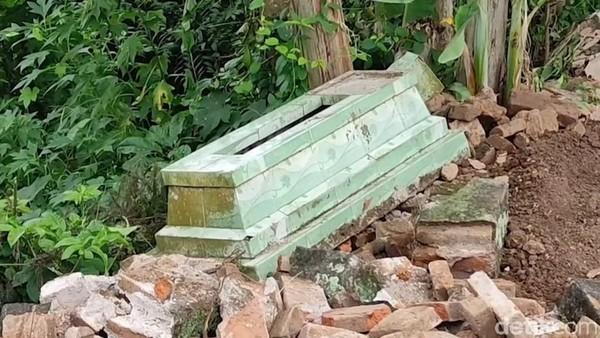 Misteri Rusaknya Puluhan Makam di Banyuwangi Akhirnya Terkuak