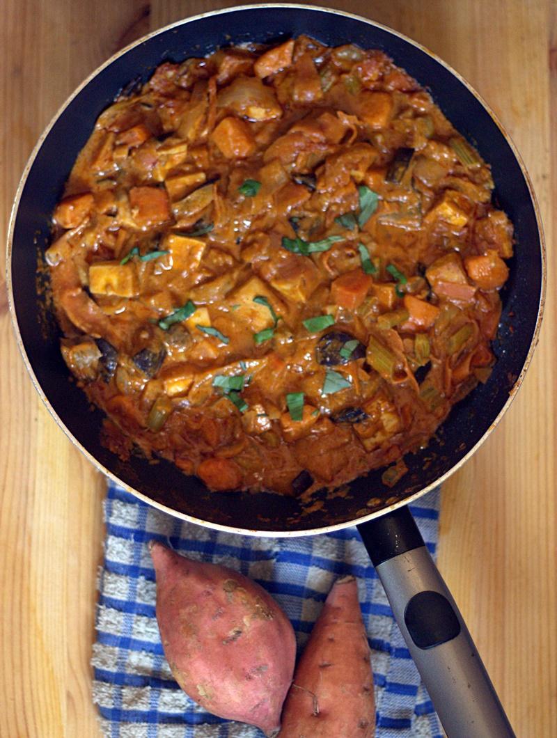 Mukaeltu vegaani Massaman curry
