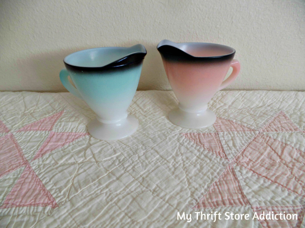 Friday's Find #130 mythriftstoreaddiction.blogspot.com Hazel Atlas Moderntone Platonite Creamers 1940s