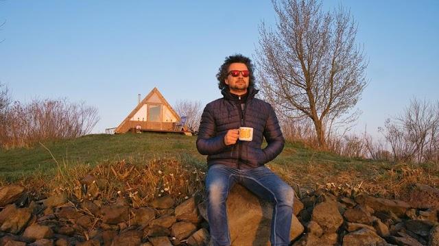 Karanténban egy lakatlan szigeten? Hihetetlen, de ez a magyar férfi így él – videó