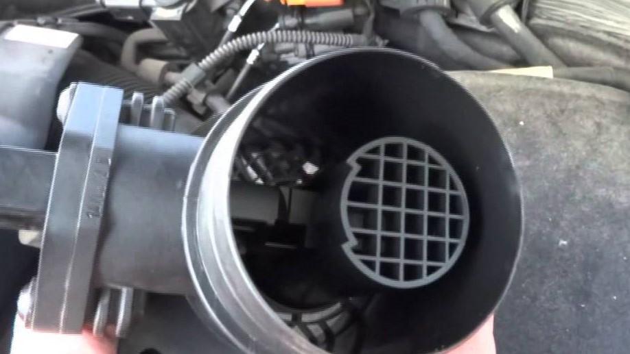 Automotive code P0102 mass air flow sensor code what does urdu hindi me