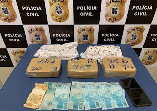 Mulher é presa em Conquista tentando enviar pasta base de cocaína para Salvador