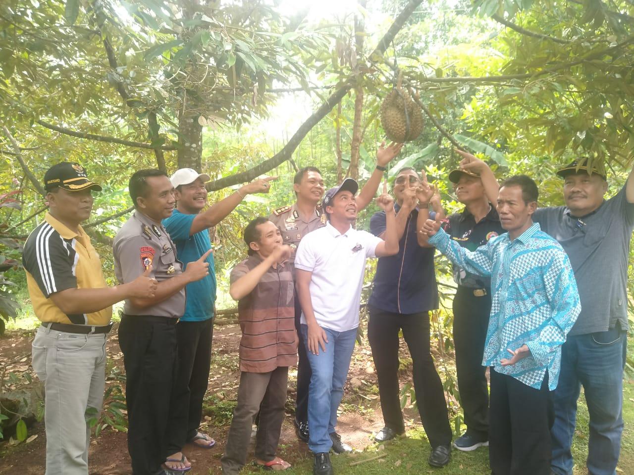 Tingkatkan Ekonomi Para Petani Desa Sumber, Durian Bawor Jadikan Buah Unggulan