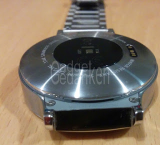 Huawei Watch: Lautsprecheröffnung