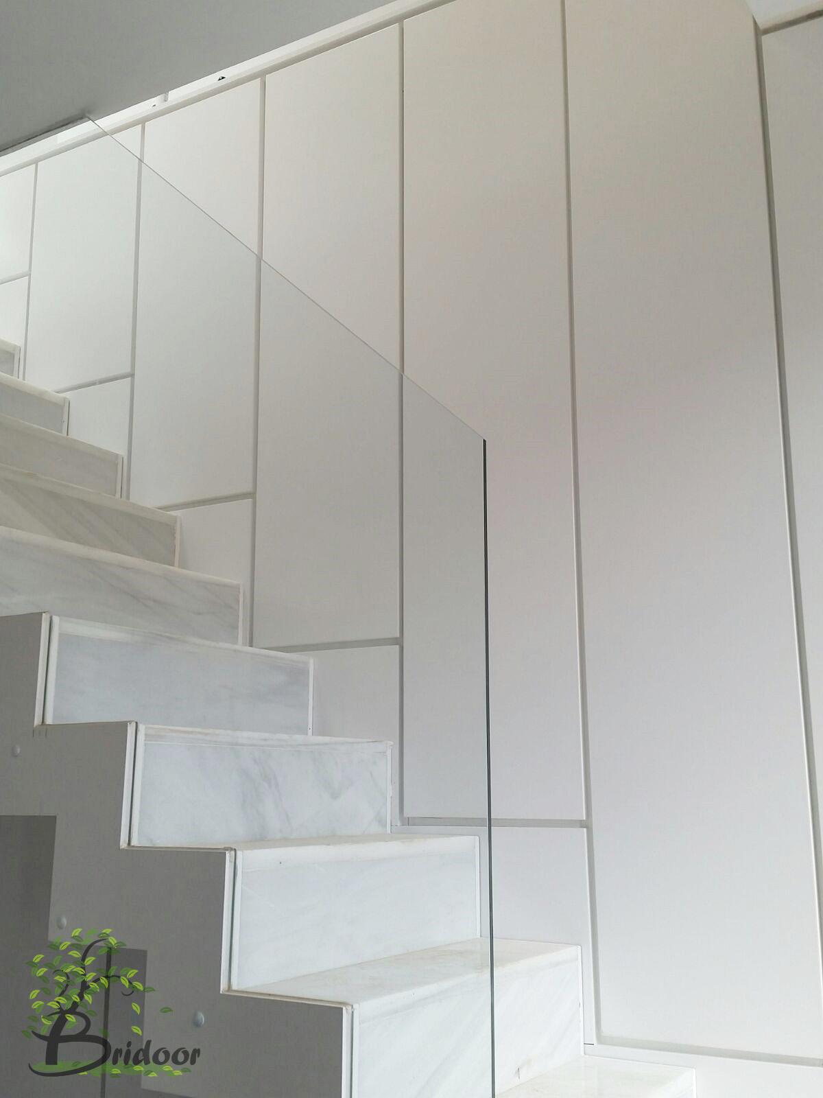 Bridoor s l armario lacado para una escalera de m rmol for Marmol gris veteado