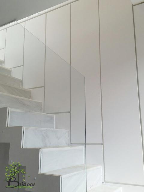 armario lacado escalera