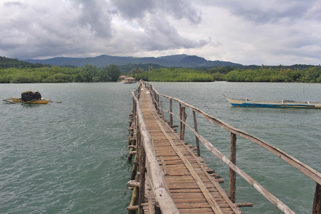 A wooden jetty in Bulalacao Island