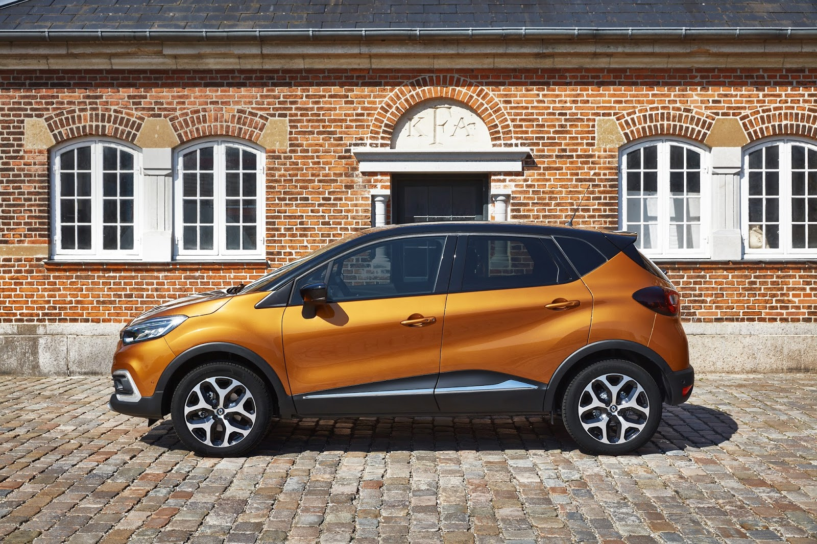 69ed01c869 Renault has revised its best-selling Captur small crossover