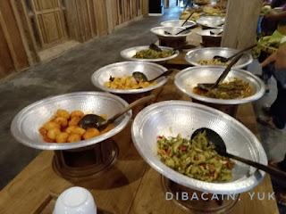 """kampung ulam ngrajek - tempat makan bernuansa etnik jawa"""
