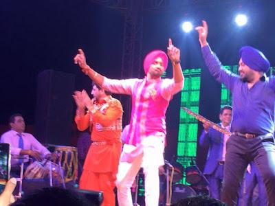 Harbhajan-Singh-dancing-Gurudas-Maan-in-sangeet