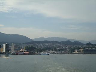 il porto dei traghetti visto dal ferry boat