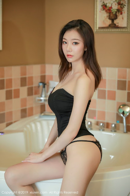 Hot and sexy big boobs photos of beautiful busty asian hottie chick Chinese booty model Yunduoer photo highlights on Pinays Finest sexy nude photo collection site.