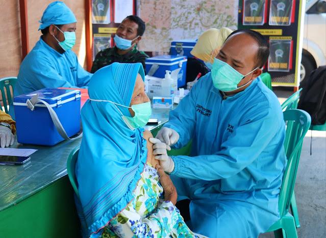 Sebanyak Ratusan Lansia Mendapat Vaksinasi Yang Di Selenggarakan Oleh Kodim 0805/Ngawi