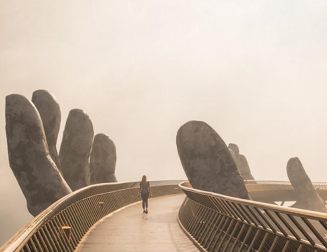 Experience of conquering Vietnam's Golden Bridge on Ba Na Hills 3
