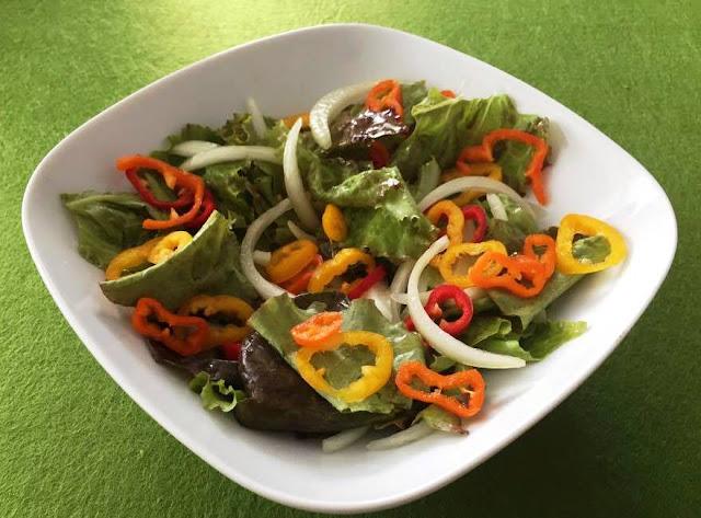 Salada com Alface e Pimentos Tricolores