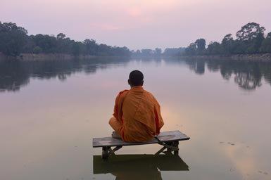 Monk at sunset - photo : Martin Puddy