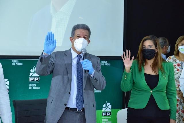 """Leonel lamenta que por negativa de otros candidatos se haya suspendido debate de ANJE, dice """" Repartir pan con salchichón es degradar la política"""""""