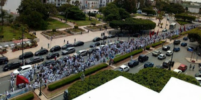 مد أبيض يجتاح الرباط وآلاف الممرضين في مسيرة كبيرة + صور