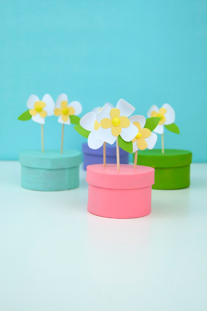 Paper Flower gift box toppers from www.jengallacher.com #paperflowers #giftbox #giftboxtopper #acrylicpaint #thestampmarket #jengallacher