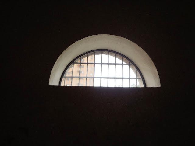 防寒用の半円形の小さな窓(コロンビア国立博物館)