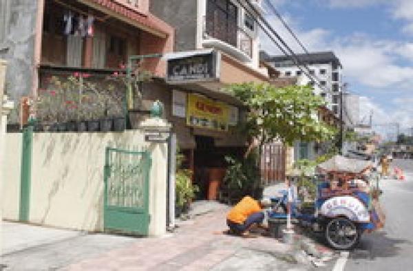 Losmen Candi di Jl Pasar Kembang