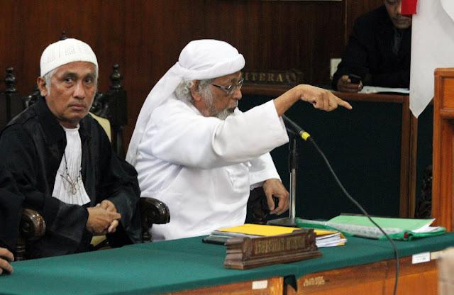 """Pengacara Muslim: """"Hukum yang Paling Baik di Dunia Itu Hukum Allah!"""""""