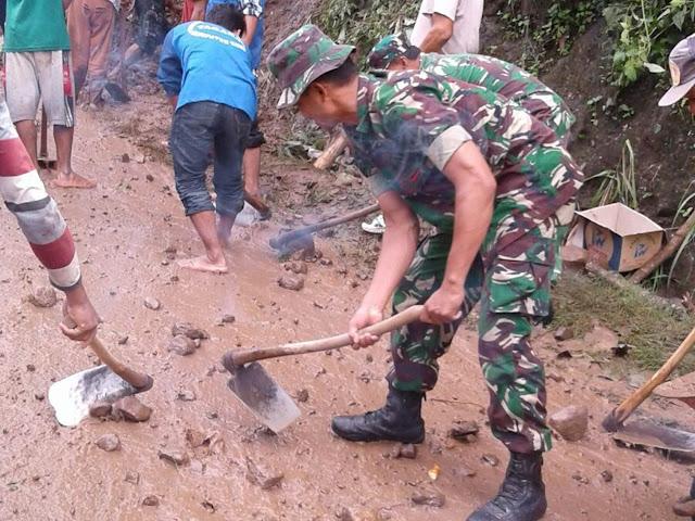 Longsor Tutup Akses Desa Terpencil Di Kediri