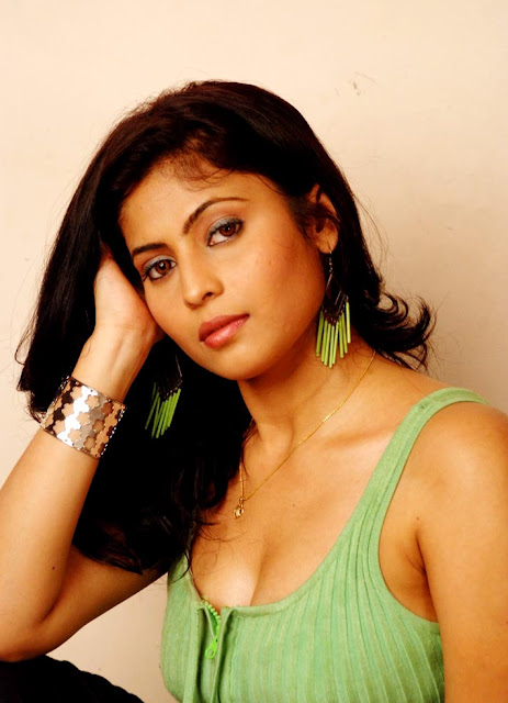 Tollywood Actress Saira Bhanu Hot Image Gallery Navel Queens