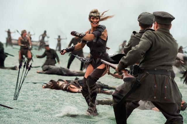 Robin Wright als Amazone Antiope
