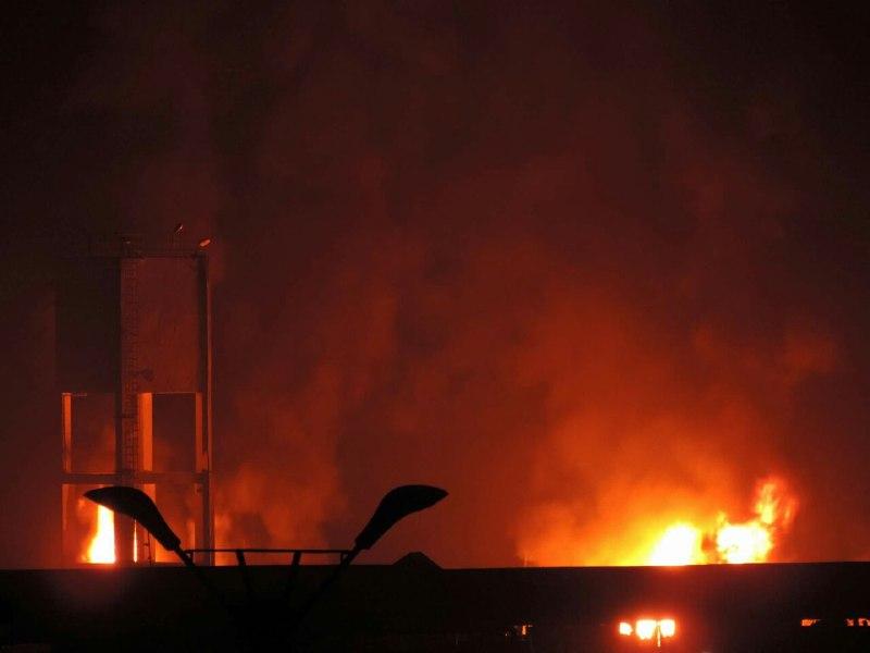 عاجل حريق في ميناء الحديدة