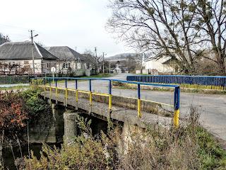 Село Плоске. Міст через річку Велика Пиня